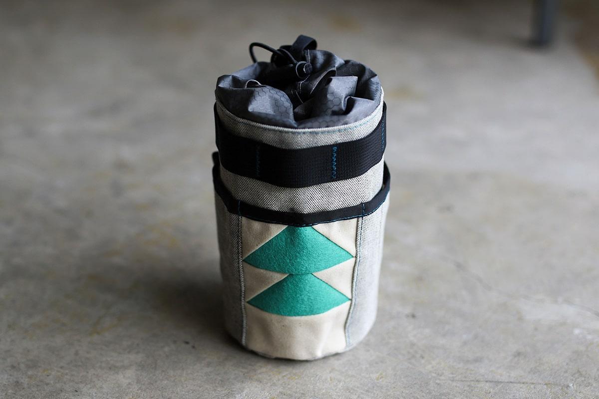 Snackhole Stem Bagのブラック&ホワイト×スイミングプール
