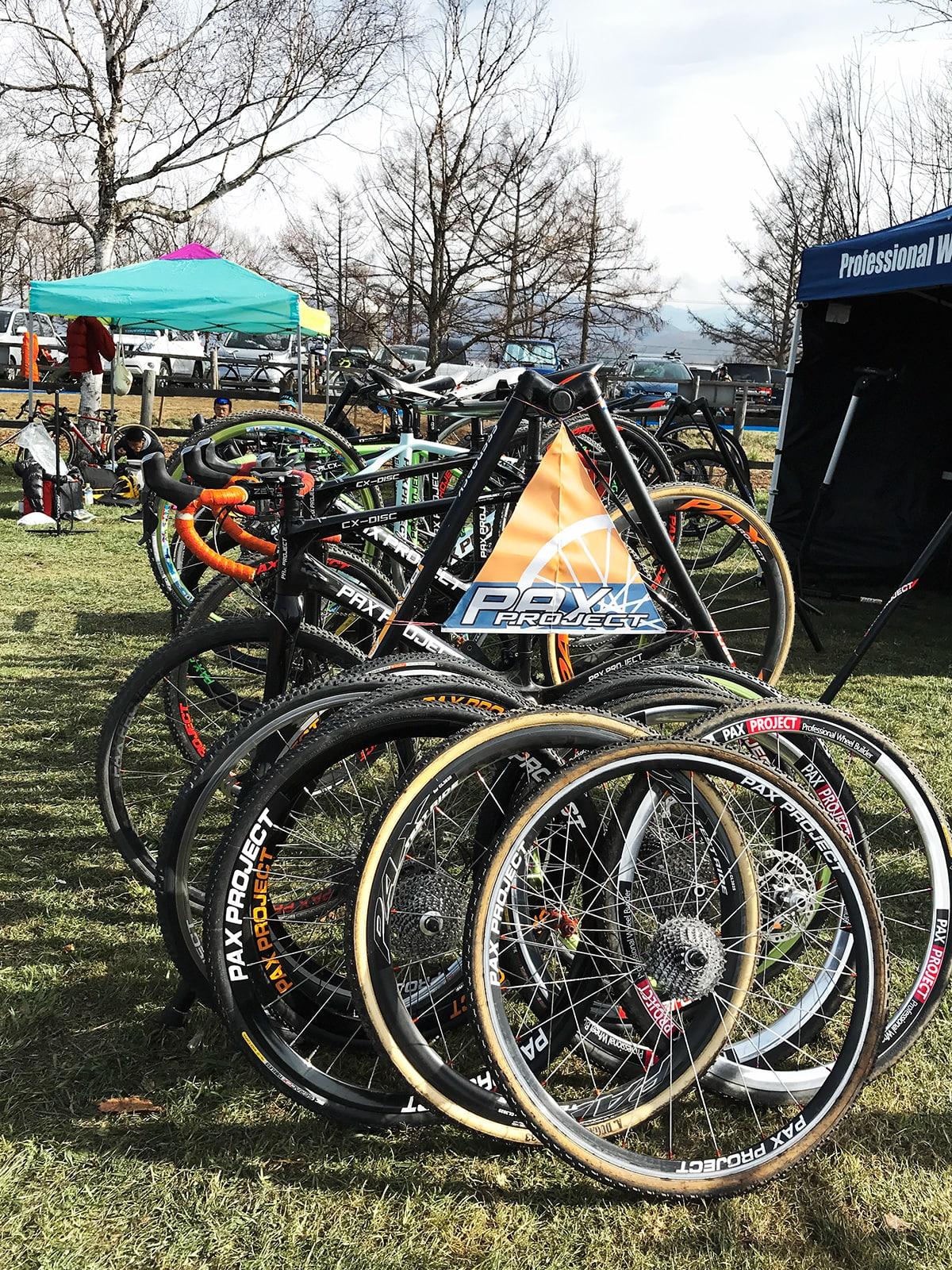 野辺山‐並んだ自転車